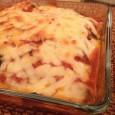 """La receta berenjenas a la parmesana es un plato sabroso y equilibrado. Se acomoda perfectamente como acompañante de cualquier carne o simplemente como plato principal para los amantes de las berenjenas. Gracias a la Thermomix, la berenjena guarda todo su sabor. La salsa de tomate frito engloba todos los aromas de la receta  y  el parmesano le da un """"punch"""" especial en boca."""